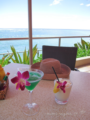 toropical cocktail in hawaii